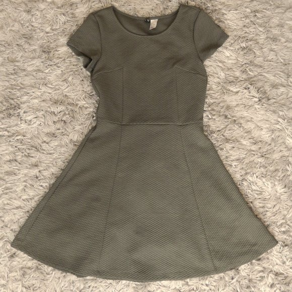 💥Pick 2 For $20💥 H&M Green A Line Dress Size 4